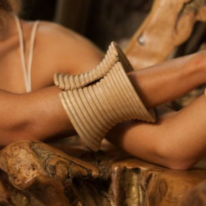 wood-bangle-work