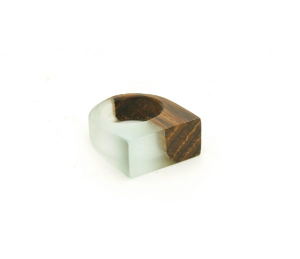 Ancient wood and eco-resin