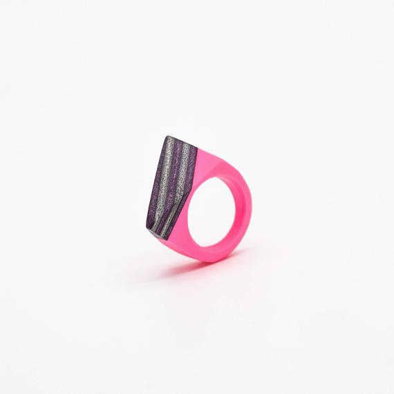Resin and wood Ring  SIZE 7 3/4 US
